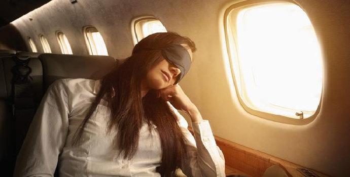 tidur nyenyak di pesawat