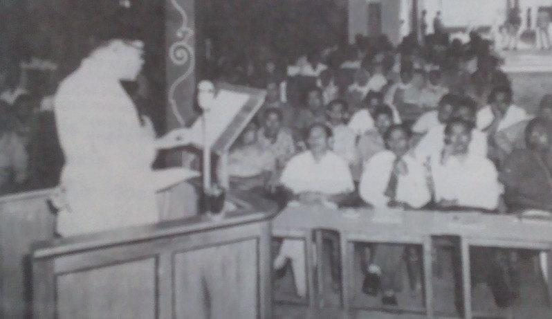 Mohammad Hatta berpidato di hadapan para peserta Konferensi Persiapan Nasional