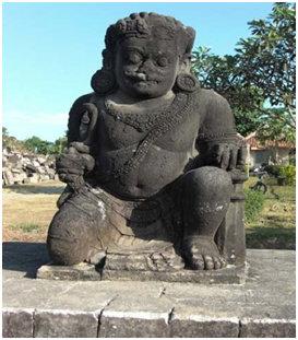 Arca Dwarapala di Candi Plaosan yang terletak di sebelah selatan menghadap utara