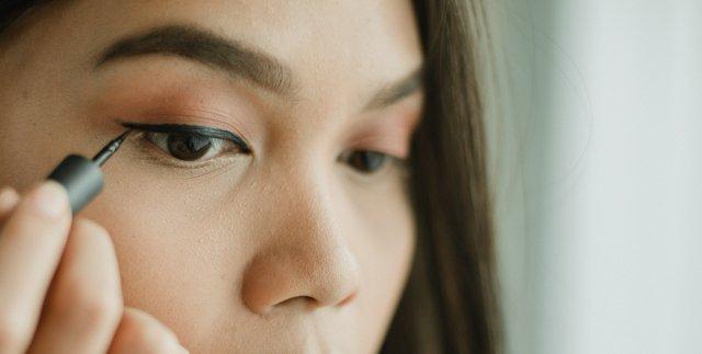 Eyeliner-Gel-Bagus-dari-Drugstore-2 (1)